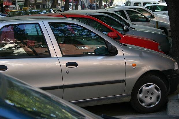 Podczas upałów wnętrze samochodu może nagrzać się do ponad 50 stopni Celsjusza