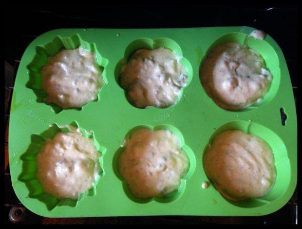 Foremka, muffiny, piekarnik, czekanie.