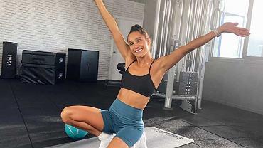 Kayla Itsines zachęca do ćwiczeń w domu