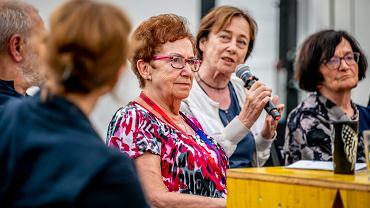 Karolina Lewicka i profesorki: Laura Paluszkiewicz, Małgorzata Dziewulska, Krystyna Starczewska