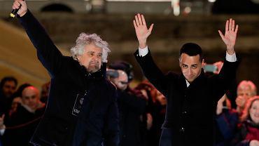Od lewej: lider i założyciel Ruchu Pięciu Gwiazd Beppe Grillo i kandydat tej partii na premiera Luigi Di Maio