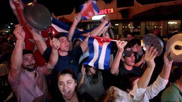 Miami, Floryda. Reakcje ludzi na informację o śmierci byłego kubańskiego przywódcy Fidela Castro