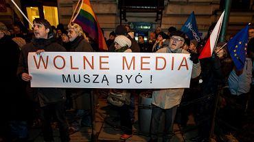 Manifestacja pod Urzędem Wojewody w Krakowie obronie wolności mediów, 16 grudnia 2016.