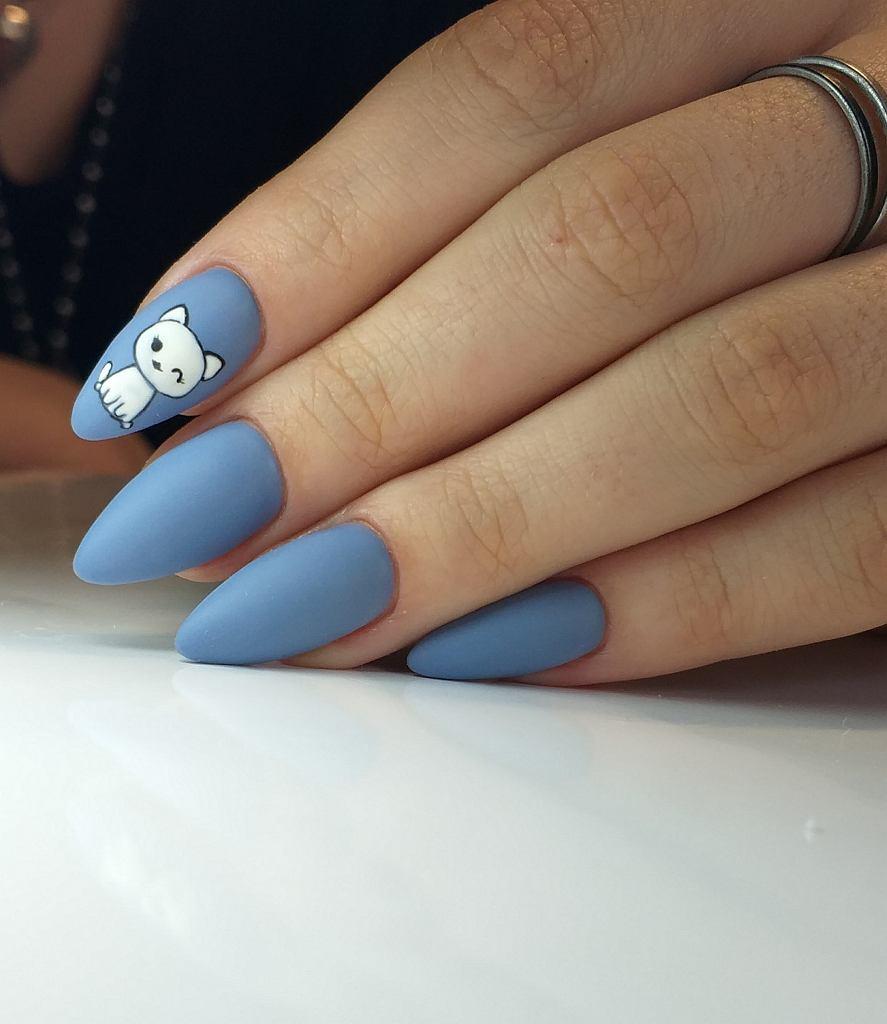 Matowe paznokcie z wzorami będą na topie także jesienią i zimą