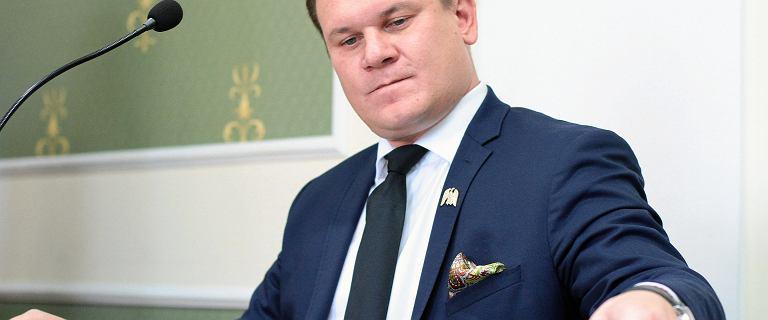 Dominik Tarczyński zapomniał o sprzedaży domu w oświadczeniu. Zrobił korekty