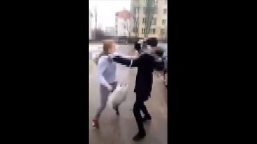 Bójka nastolatek przed szkoła w Ostrowi Mazowieckiej