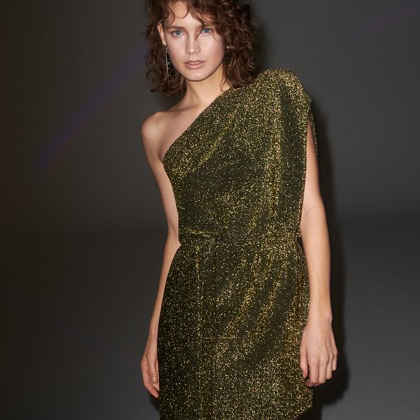 Brokatowa sukienka na jedno ramię