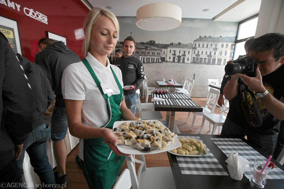 Centralny Bar Mleczny Otwarty Kuchnia Polska W Dobrych