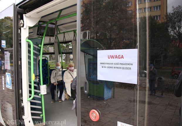 Maseczka w komunikacji publicznej. Jakie mandaty są w Polsce i innych krajach Europy?
