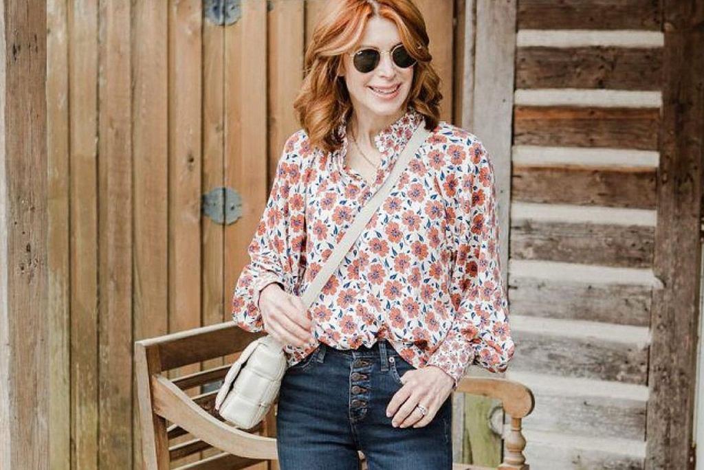 bluzki we wzory dla kobiet po 50