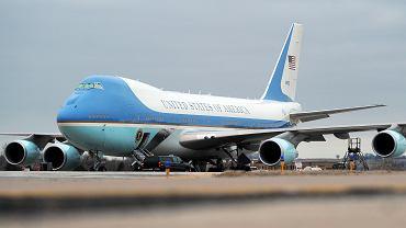 Jeden z obecnych VC-25A, mogących być Air Force One, kiedy na jego pokładzie znajdzie się prezydent. To stara wersja B747-200
