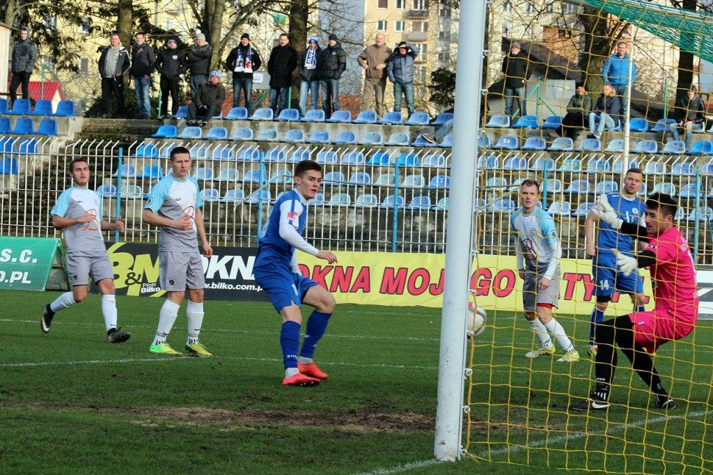 Trzecia liga piłkarska: Stilon Gorzów - Budowlani Lubsko 7:0 (3:0). Michał Chyrek strzela pierwszego gola