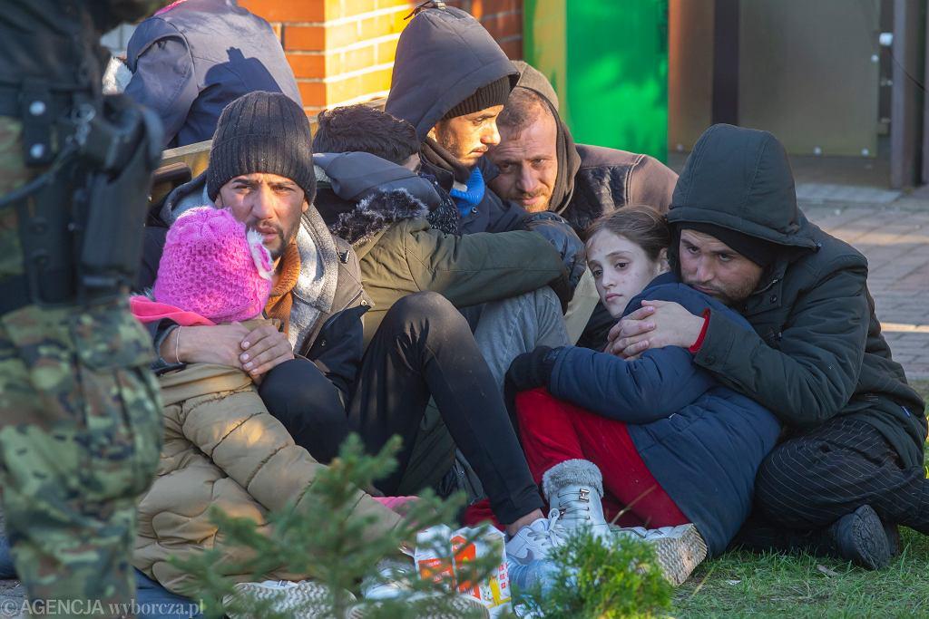 Migranci w placówce Straży Granicznej w Michałowie