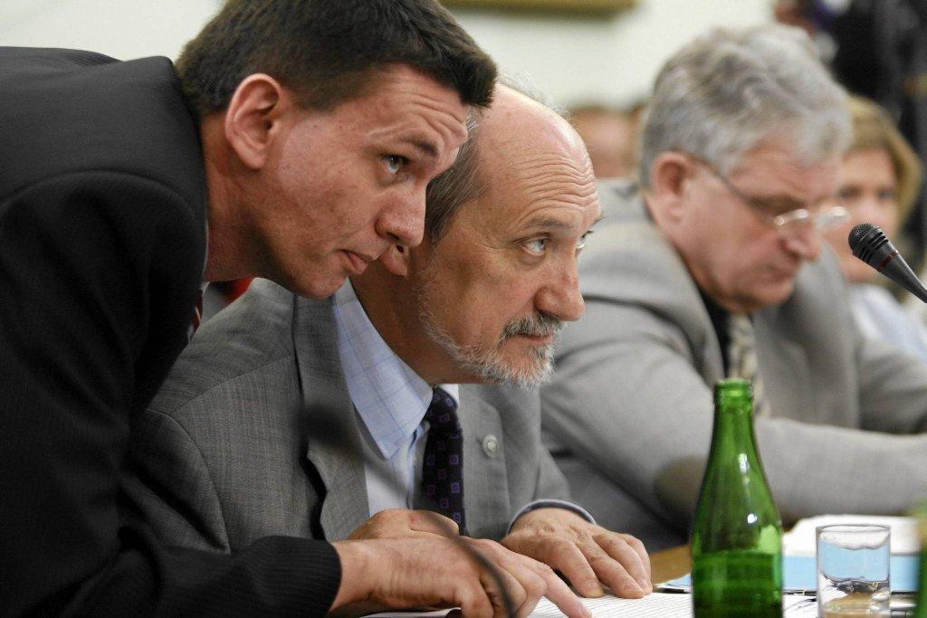 Piotr Bączek i Antoni Macierewicz współpracują od lat. Na zdjęciu: podczas posiedzenia sejmowej komisji sprawiedliwości i praw człowieka w 2008 r.