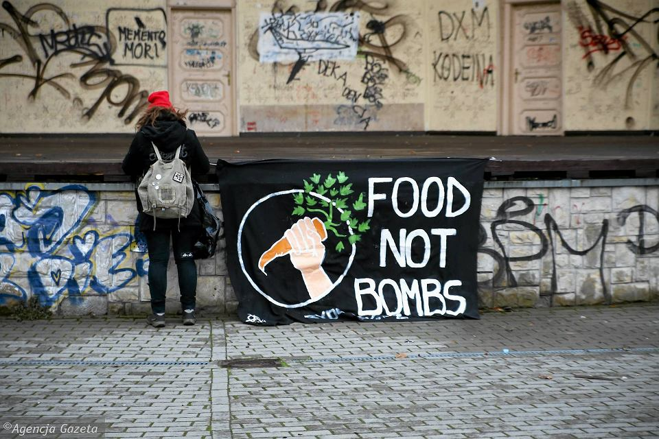 Dawniej Food Not Bombs z Bydgoszczy rozdawało jedzenie w parku Witosa. Od kilku lat robią to się na Plac Wolności