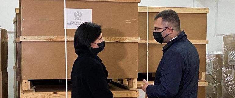 """Rządowy konwój stoi na granicy. Polskie władze """"zdeterminowane"""""""