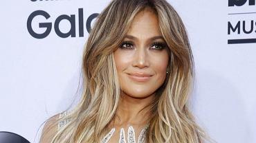 Jennifer Lopez właśnie tak wygląda rano. Gwiazda pokazała twarz bez makijażu. Cera jak u nastolatki