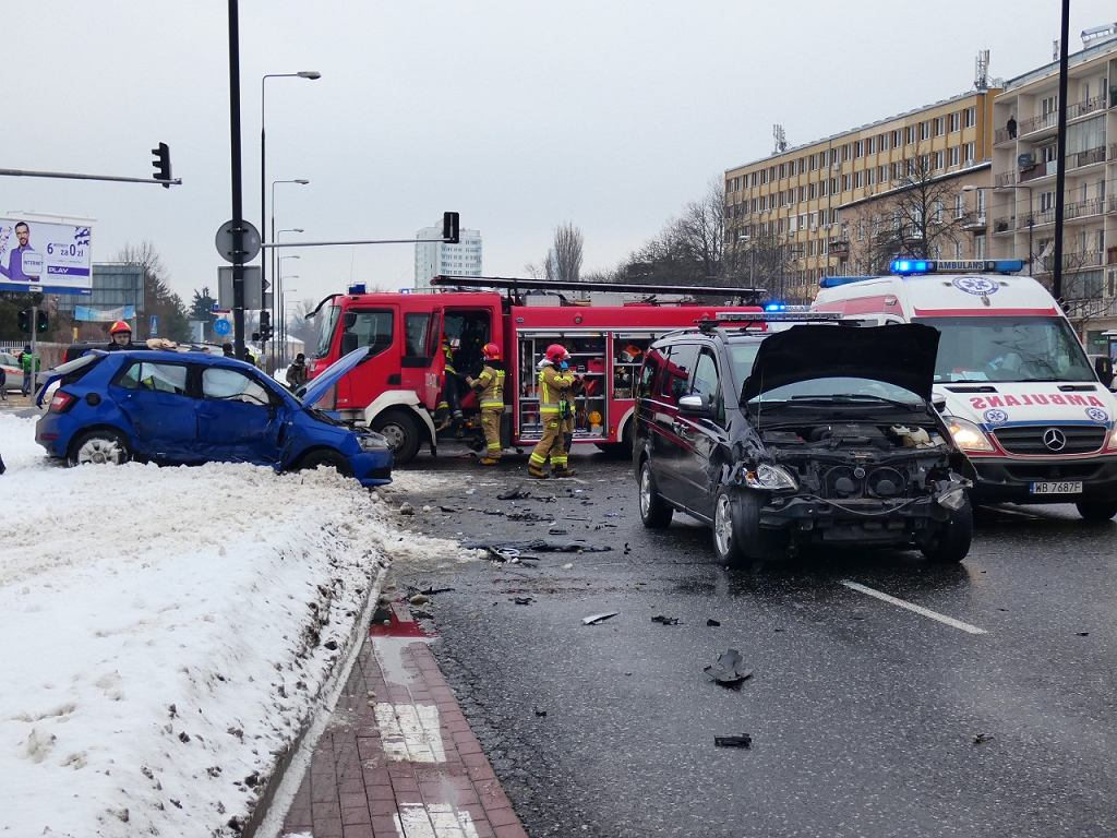 Wypadek na ul. Wołoskiej z udziałem samochodu Służby Ochrony Państwa