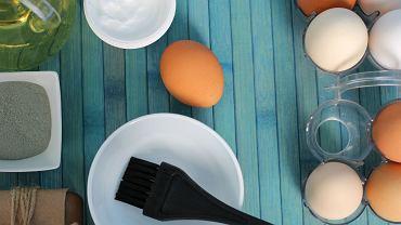 Domowe sposoby na mocne włosy - maseczka z jajka