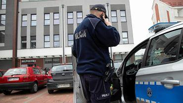 Koronawirus. Białystok. Policja sprawdza czy osoby, które przebywają na kwarantannie stosują się do przepisów