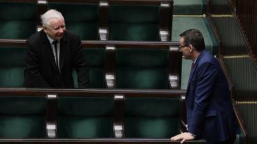 28.03.2020, Jarosław Kaczyński i Mateusz Morawiecki podczas nocnego posiedzenia Sejmu