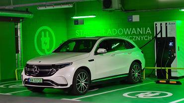 Mercedes EQC na stacji ładowania 100 kW