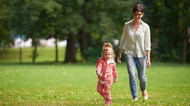 Czy można wyjść z dzieckiem na spacer?