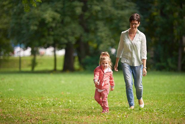 Czy można wyjść z dzieckiem na spacer? Mamy komentarz