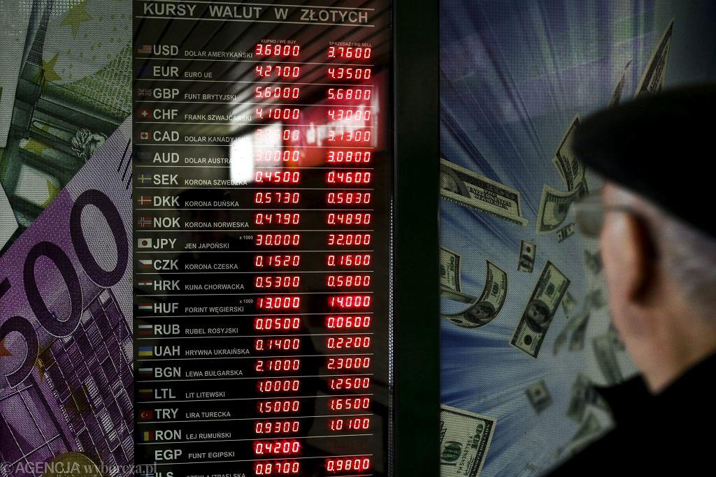 Kantor wymiany walut (fot. Adam Stępień / Agencja Gazeta)/Zdjęcie ilustracyjne