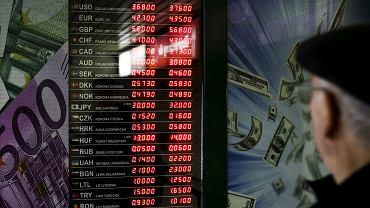 Kursy walut 03.12 o godz. 8. Wszystkie waluty mocno tracą na wartości [kurs hrywny, rubla, korony norweskiej, juana]