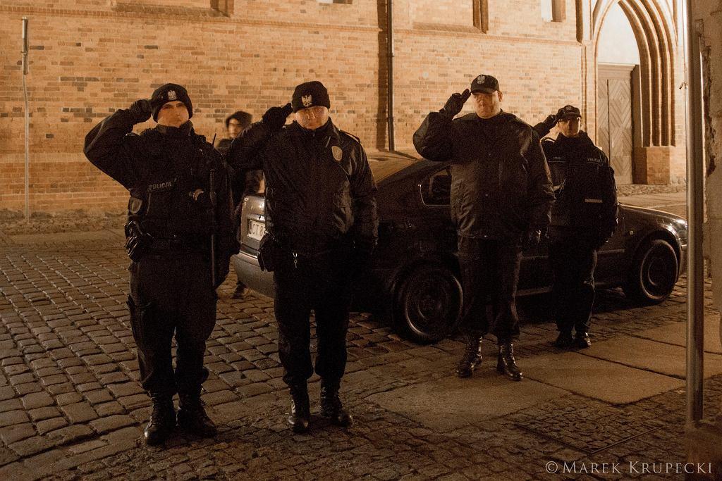 Policja salutuje w Toruniu