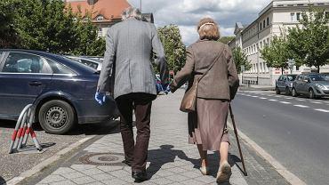 UOKiK nałożył ponad 614 tys. zł kary za naciąganie seniorów - zdjęcie ilustracyjne