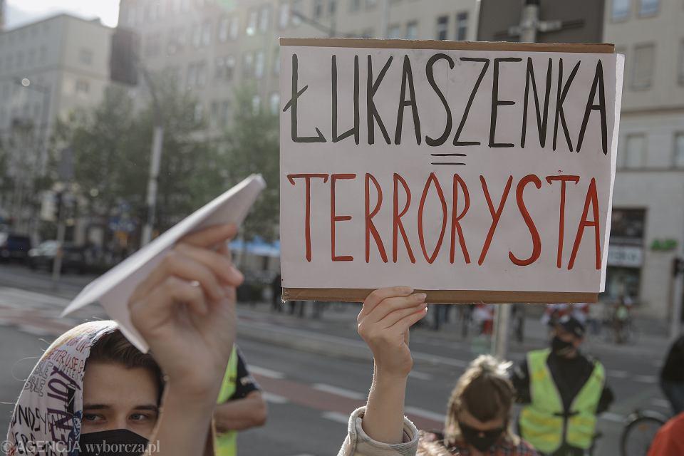 Protest w Warszawie w sprawie zatrzymania na Białorusi Romana Protasiewicza