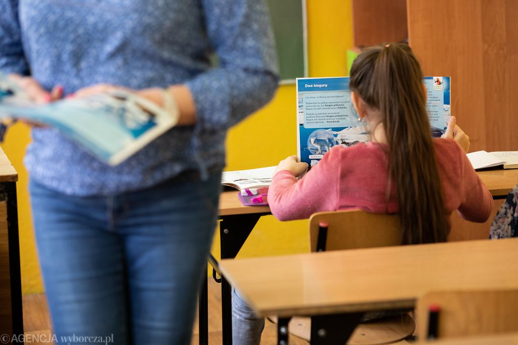 Czy nauczyciele mogą sprawdzać zeszyty?