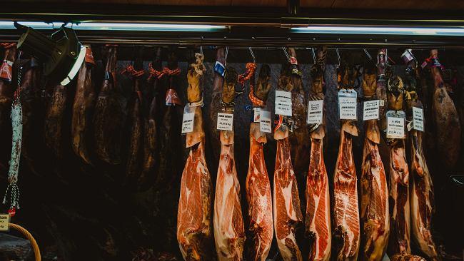 Afera mięsna w Hiszpanii. Tradycyjna szynka iberyjska wytwarzana z mięsa polskich świń