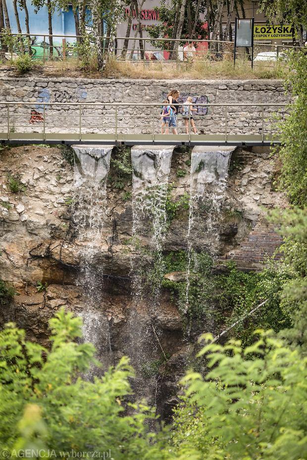 Zdjęcie numer 3 w galerii - Woda znów płynie po skałach Kadzielni, uruchomiono wodospad [ZDJĘCIA]