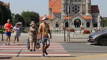 Koronawirus w Polsce. Większość nie chce powrotu uczniów do szkół oraz popiera kary za brak maseczki [SONDAŻ]