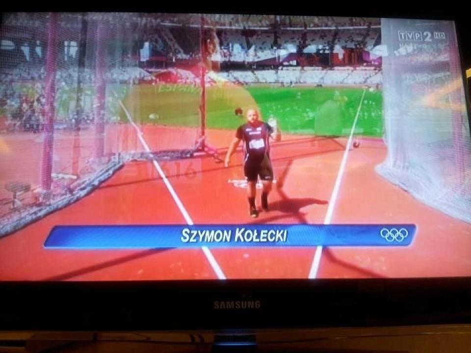 Zaskakujący podpis podczas telewizyjnej transmisji. W kole Szymon, ale ... Kołecki!
