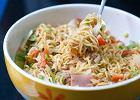 Sałatka z zupek chińskich - przepis na kontrowersyjną przekąskę na imprezę