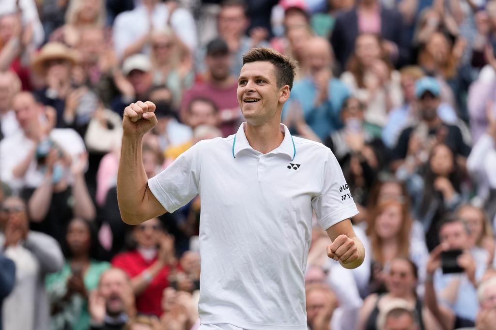 7.07.2021, Londyn, Hubert Hurkacz po zwycięstwie nad Rogerem Federerem w ćwierćfinale turnieju na Wimbledonie.