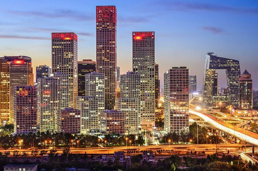 Chińskie firmy dostają ulgi podatkowe, a do tego zamiast kupować materiały na miejscu, kupują je w Chinach. Efekt rozwoju gospodarczego jest, ale w Chinach, nie tutaj