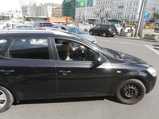 Marcin przekonał się, że czarna kia, to nie srebrny opel. Kierowca na szczęście się zgadzał.