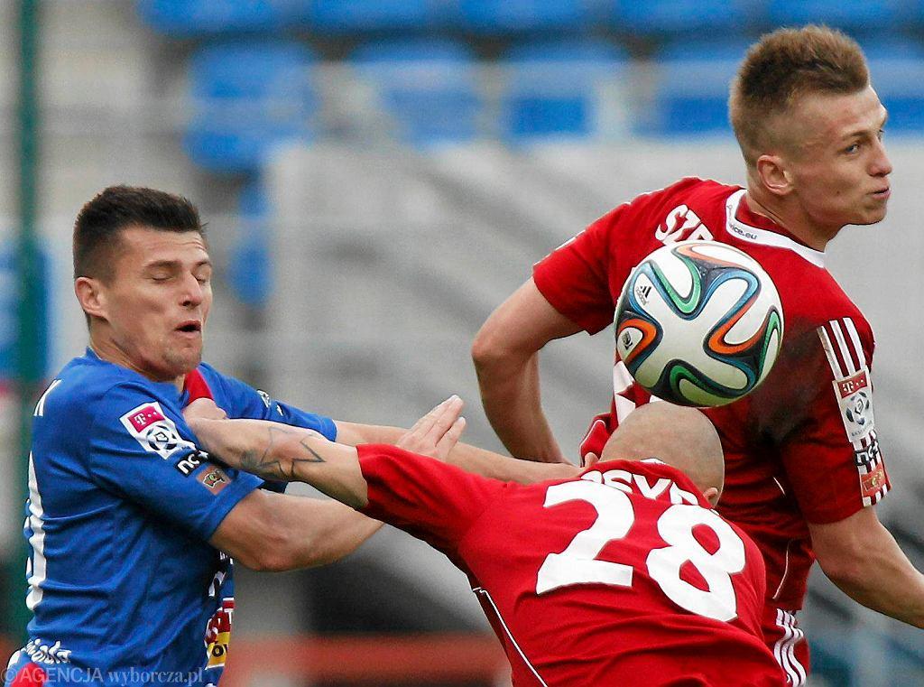 Piotr Tomasik (z lewej) w meczu Piast Gliwice - Podbeskidzie 2:1