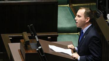 14.12.2018, poseł Adam Andruszkiewicz przemawia w Sejmie.