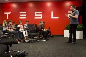 Wyniki Tesli - Musk wciska gaz do dechy