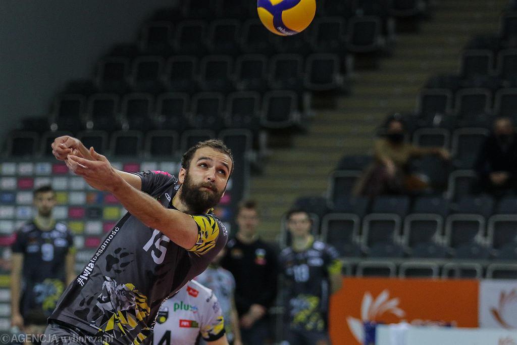 Przyjmujący Trefla Gdańsk Mateusz Mika doznał bardzo poważnej kontuzji