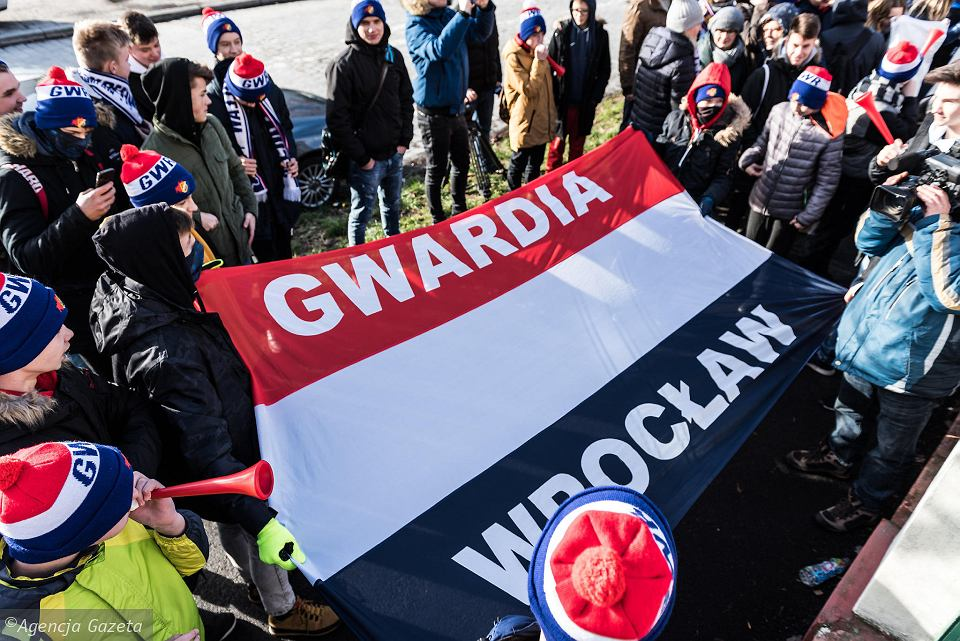 Manifestacja przedstawicieli Gwardii przed Agencją Mienia Wojskowego