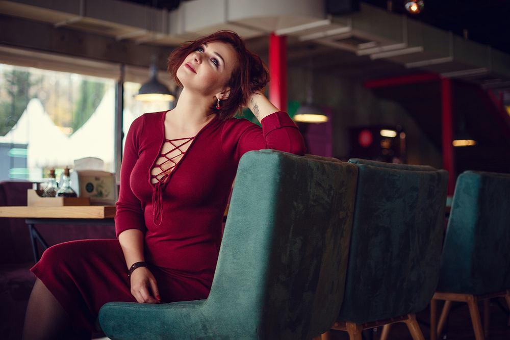 Sukienki na sylwestra plus size. Podpowiadamy, jak się ubrać modnie i seksownie na tę wyjątkową noc