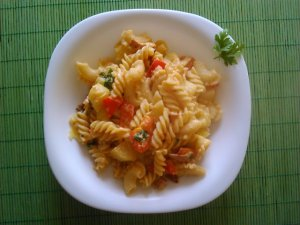 Makaron z pesto i warzywami