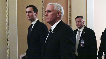 Doradca ds. umów handlowych i Bliskiego Wschodu w gabinecie Donalda Trumpa - Jared Kushner i wiceprezydent USA - Mike Pence
